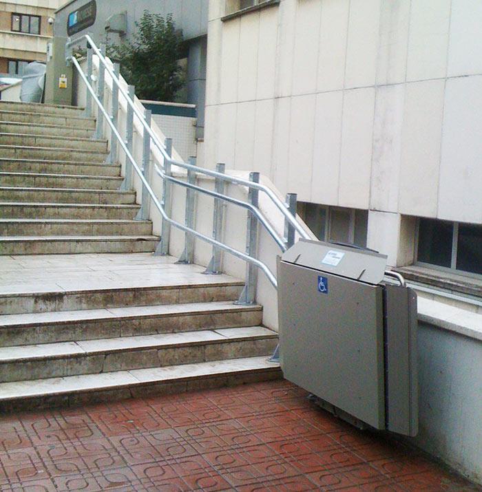 İstanbul Emniyet Müdürlüğü'ndeki engelli asansörü uygulaması tamamlandı.